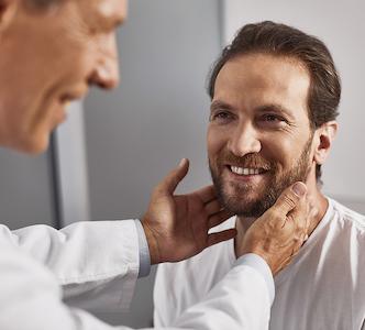 L'otoplastica: costi, tipi di intervento e cosa aspettarsi